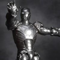 Iron-Man-Mark-II-Revoltech-2_1322742686