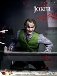 hot-toys-joker-the-dark-knight-heath-ledger-figure-13-450x600