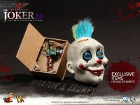 hot-toys-joker-the-dark-knight-heath-ledger-figure-14-600x450