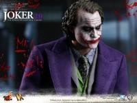 hot-toys-joker-the-dark-knight-heath-ledger-figure-17-600x450
