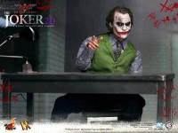 hot-toys-joker-the-dark-knight-heath-ledger-figure-21-600x450