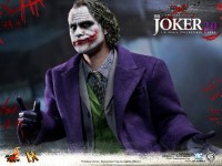 hot-toys-joker-the-dark-knight-heath-ledger-figure-22-600x450