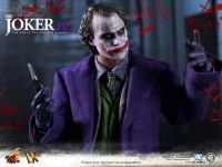 hot-toys-joker-the-dark-knight-heath-ledger-figure-3-600x450