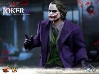 hot-toys-joker-the-dark-knight-heath-ledger-figure-4-600x450