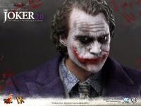 hot-toys-joker-the-dark-knight-heath-ledger-figure-5-600x450