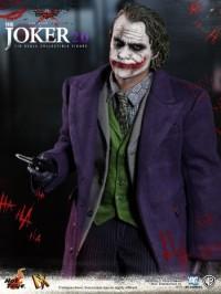hot-toys-joker-the-dark-knight-heath-ledger-figure-7-450x600