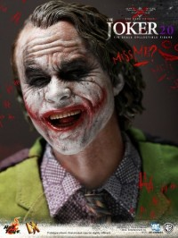 hot-toys-joker-the-dark-knight-heath-ledger-figure-9-450x600