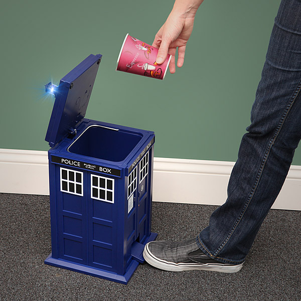 tardis-doctor-who-trash-can