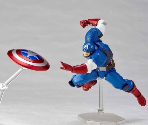 Revoltech-Captain-America-Figure-006