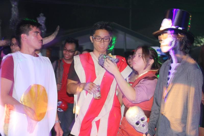 MUERTOS 2014: A Party Hardy Halloween, University-style! | FlipGeeks