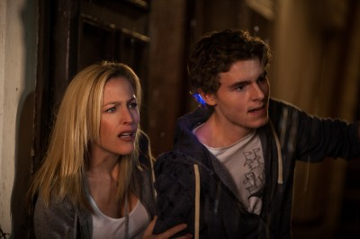 Gillian-Anderson-and-Callan-McAuliffe-in-Robot-Overlords