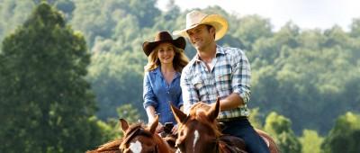 The-Longest-Ride-7-Britt-Robertson-and-Scott-Eastwood
