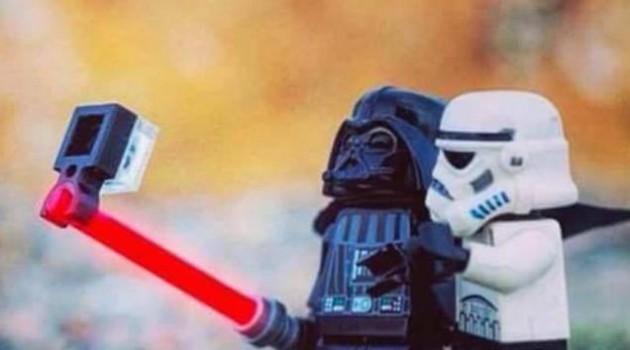darth-vader-selfie-storm-trooper-force-awakens