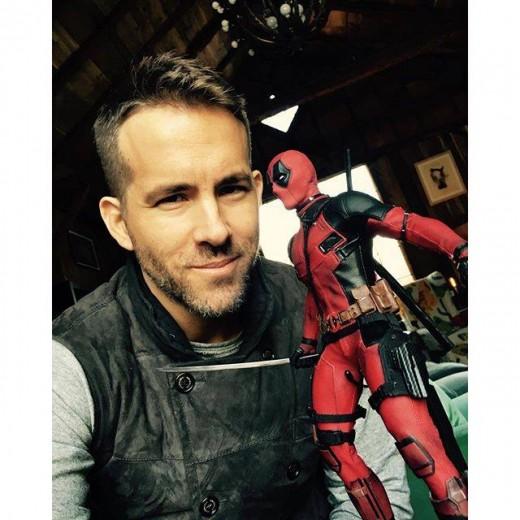 Hot-Toys-Deadpool-Ryan-Reynolds