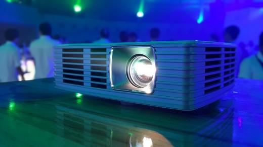 acer-dlp-projector1