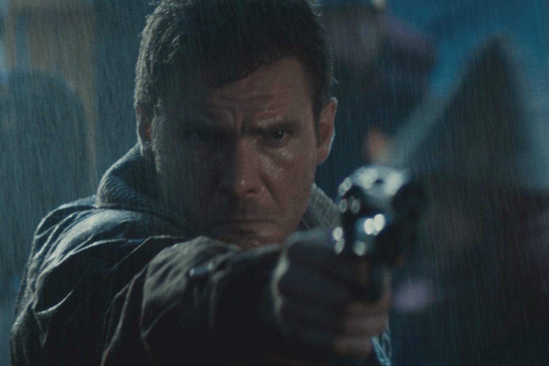 blade-runner-deckard-pointing-gun-1500x1000
