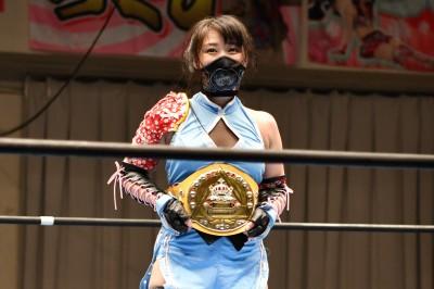 20160703_Ai_Shimizu_Triangle_Ribbon_Championship_Belt_at_Korakuen_Hall